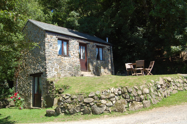 Pond Cottage Cottages On Dartmoor Amp Tavistock Trout Fishery